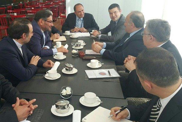 شمخاني: الاجتماعات بين المسؤولين الأمنيين تساعد على تعزيز العلاقات بين ايران وتركيا