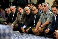 Veterans meet with Ayatollah Khamenei to share memories
