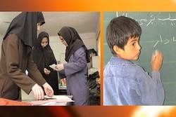 والدینِ سردرگم در راهروهای مدارس برای ثبتنام فرزندان کلاس اولی