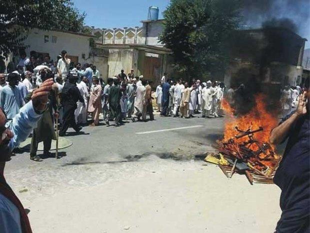 لاہور کےسروسزاسپتال میں ینگ ڈاکٹروں کی ہڑتال جاری