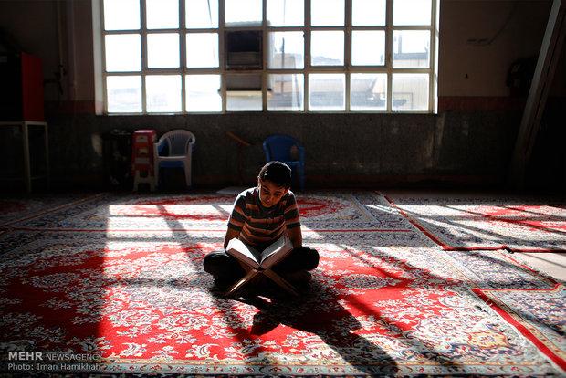 Hemedan'da Kur'an okuma merasimi