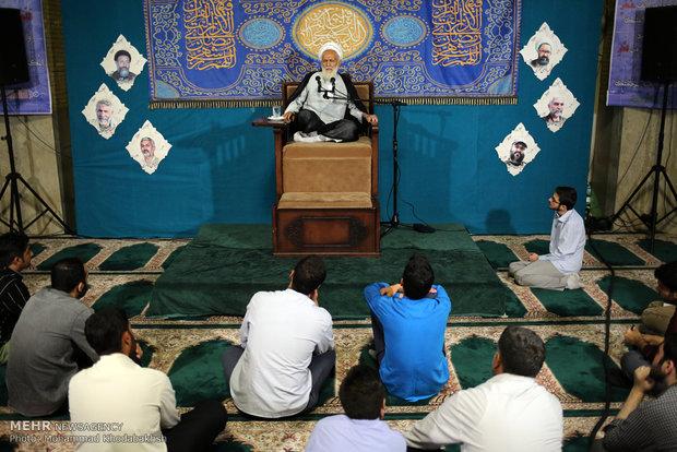 تصاویر/ مناجات خوانی ماه رمضان در مسجد دانشگاه امام صادق(ع)