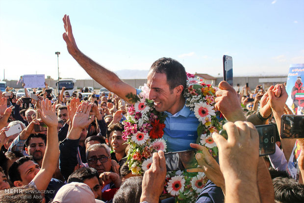 Climber Gheichisaz warmly welcomed in Tabriz