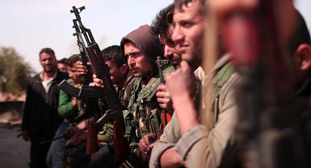 ISIL militants leave Raqqa, cross Euphrates