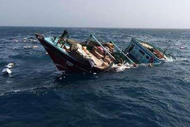یک فروند لنج باری در آبهای خلیج فارس غرق شد/ نجات ۵ سرنشین