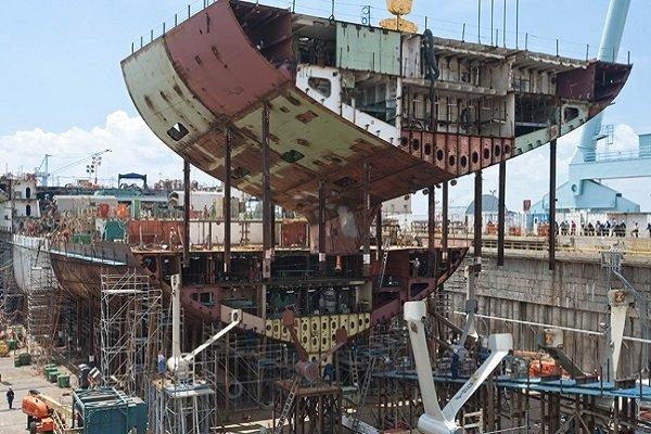 وزیر صمت از شرکتهای کشتیسازی در بوشهر بازدید کرد