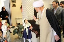 آیتالله علما از دو مرکز خیریه در کرمانشاه بازدید کرد+عکس