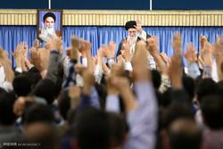 دیدار جمعی از دانشجویان با رهبرانقلاب