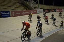 رياضيتان إيرانيتان تفوزان بالميدالية البرونزية في بطولة العالم لسباق الدراجات