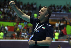 Iran volleyball coach sends message of encouragement to Iranians