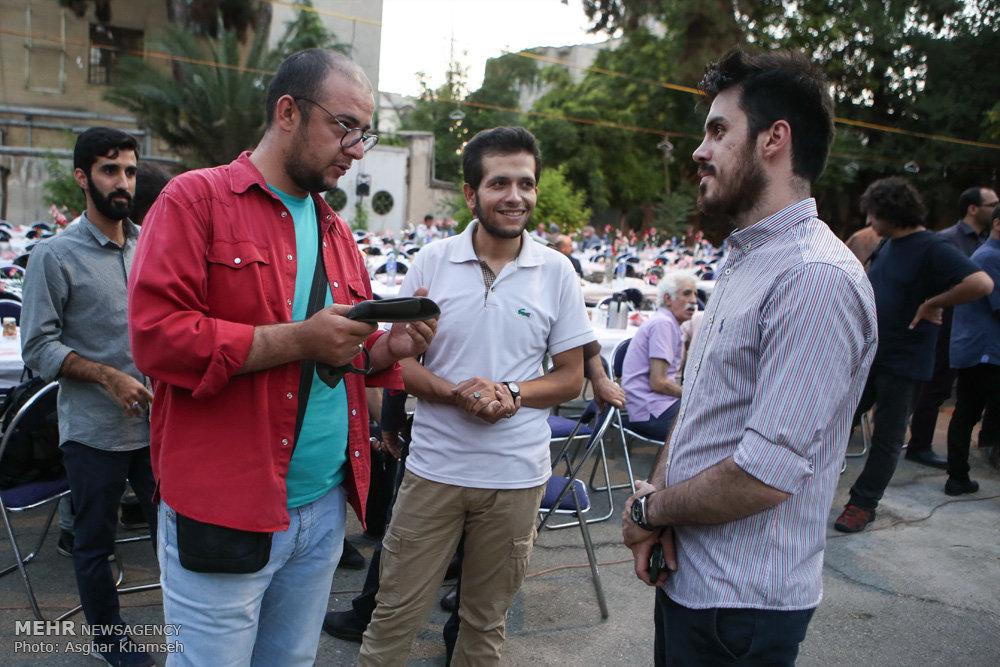 افطاری انجمن عکاسان و هنرهای تجسمی انقلاب و دفاع مقدس