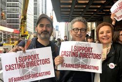 بازیگردانهای تئاتر تجمع کردند/ تئاتر آمریکا از ما حمایت کند