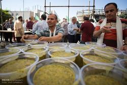نوشیدنی ها و غذاهای گرم در ظروف یکبار مصرف گیاهی توزیع شود