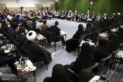 دیدار جمعی از شاعران و اهالی فرهنگ با رهبر معظم انقلاب اسلامی
