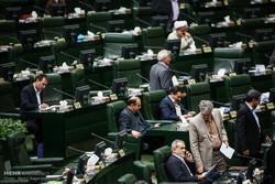 """مجلس الشورى الاسلامي يناقش مشروع قرار """"مواجهة الإجراءات العدوانية الأمريكية"""" بصفة عاجلة"""