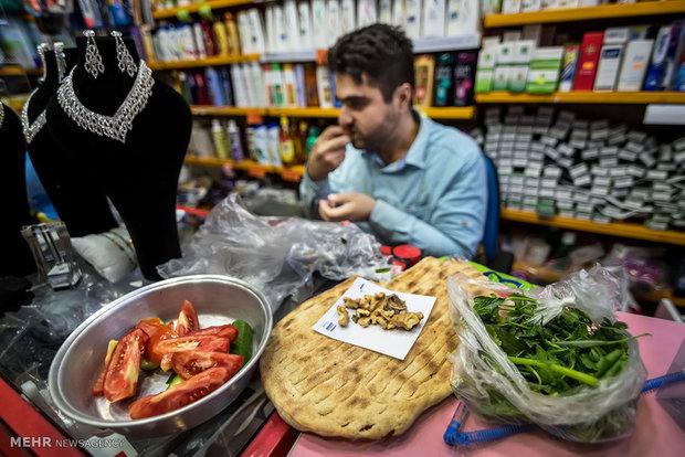 إفطار رمضاني لأصحاب المحال التجاري في أسواق مدينة رشت