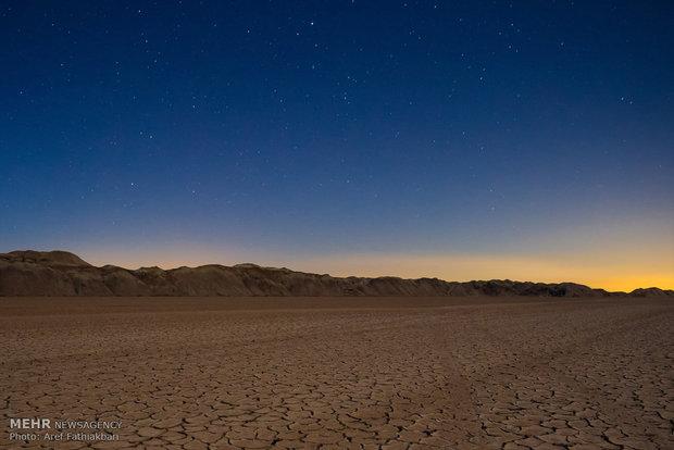 """صحراء """"اشتهارد"""" سحر الطبيعة الايرانية"""