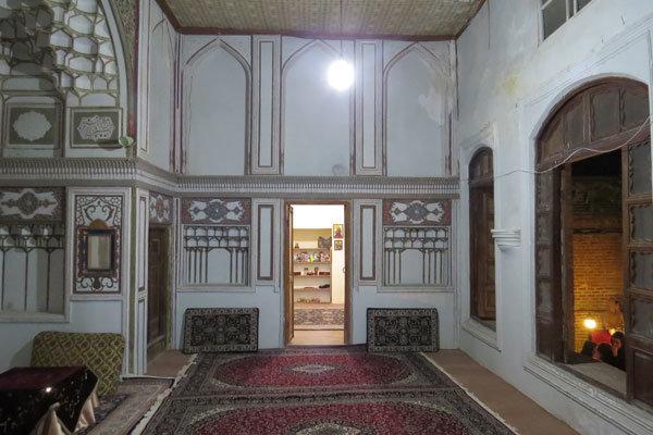 صنایع دستی نماد هویت و فرهنگ ایرانی است
