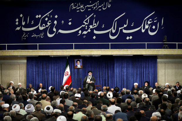 Ayatollah Khamenei meets with the Officials and Executives of the Islamic Republic
