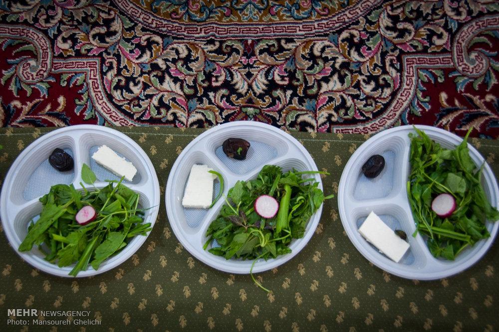 برگزاری افطار در امامزاده بسطام