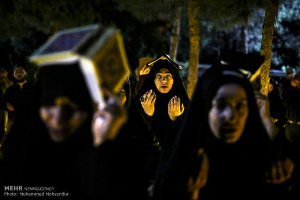 مراسم احياء ليلة القدر الأولى في مقبرة جنة الزهراء بطهران