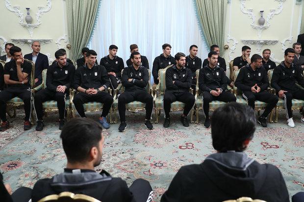 President Meets national football team