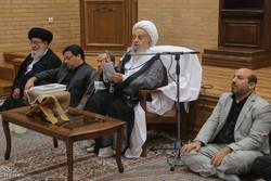 Ayetullah Mekarim Şirazi'den Ramazan ziyafeti