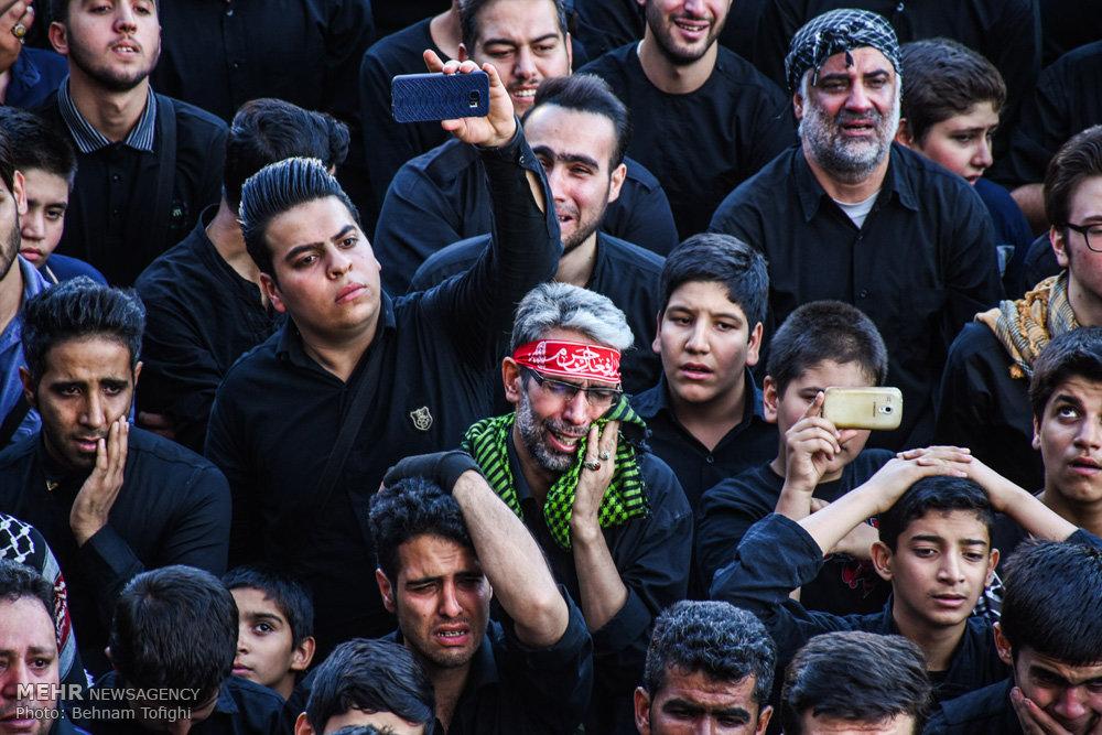 اجتماع مدافعان حرم در میدان امام حسین (ع) تهران