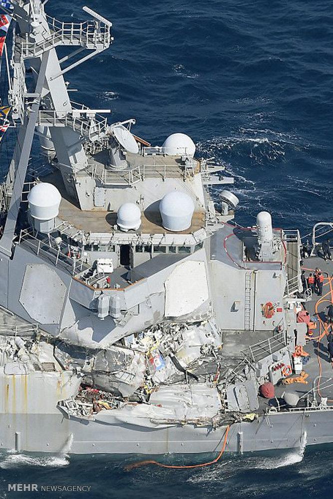 برخورد ناو آمریکایی با یک کشتی باری