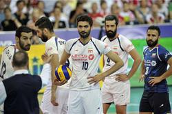 باخت در چهره بازیکنان تیم ملی والیبال مشخص بود/ رو به عقب میرویم