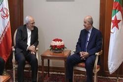 الوزير ظريف يلتقي رئيس وزراء الجزائر