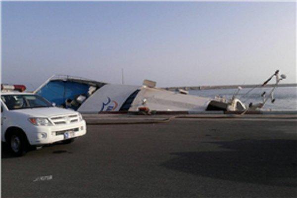 غرق سفينة لنقل المسافرين جنوب ايران دون قوع ضحايا