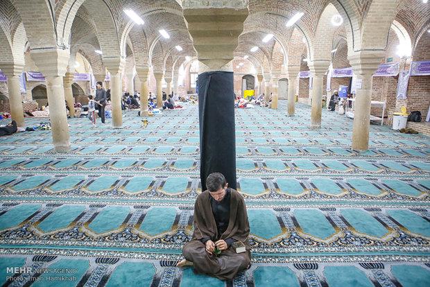 مشاهد من اعتكاف اهالي مدينة همدان