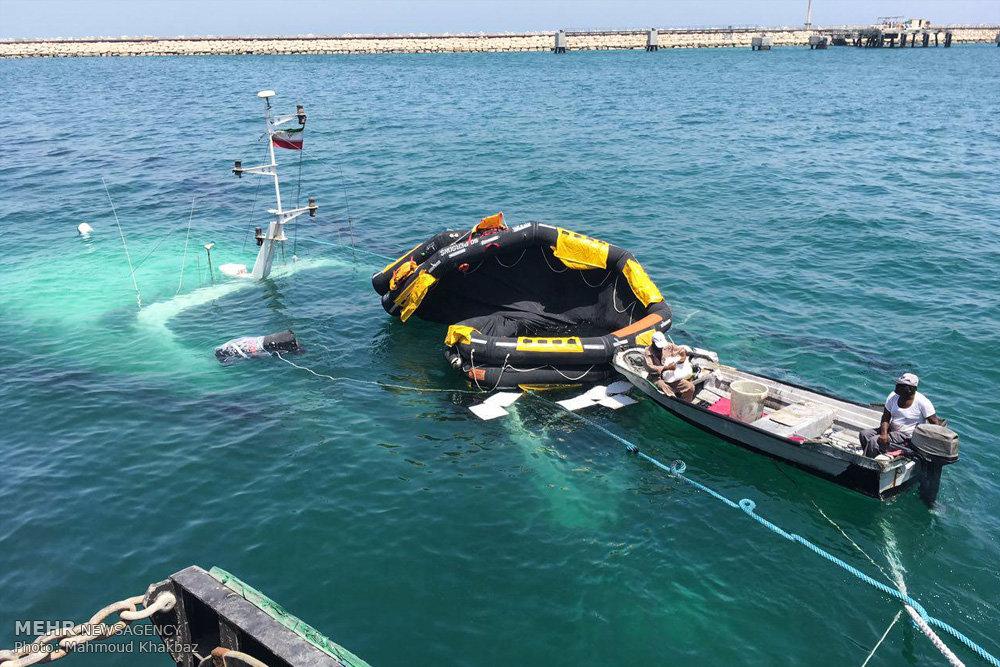 غرق شدن کشتی دنا در اسکله کیش