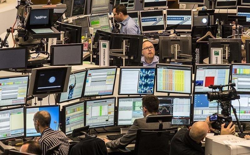 با صورتجلسه فدرال رزرو دلار افت کرد/سهام آسیایی بلاتکلیف ماند