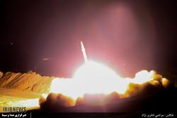"""مقطع فيديو يظهر إصابة الصواريخ الايرانية لمواقع """"داعش"""" في دير الزور"""