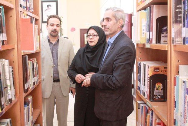 بازدید فرماندار کرمانشاه از کتابخانه
