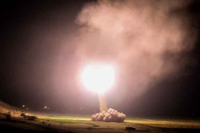 نتیجه تصویری برای موشکی سپاه به داعش