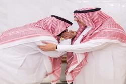 محمد بن نايف يبايع مرغماً ولي العهد السعودي الجديد محمد بن سلمان