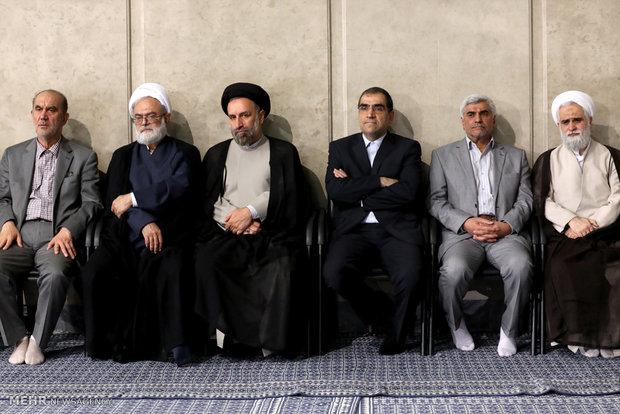 Leader receives university professors, elites