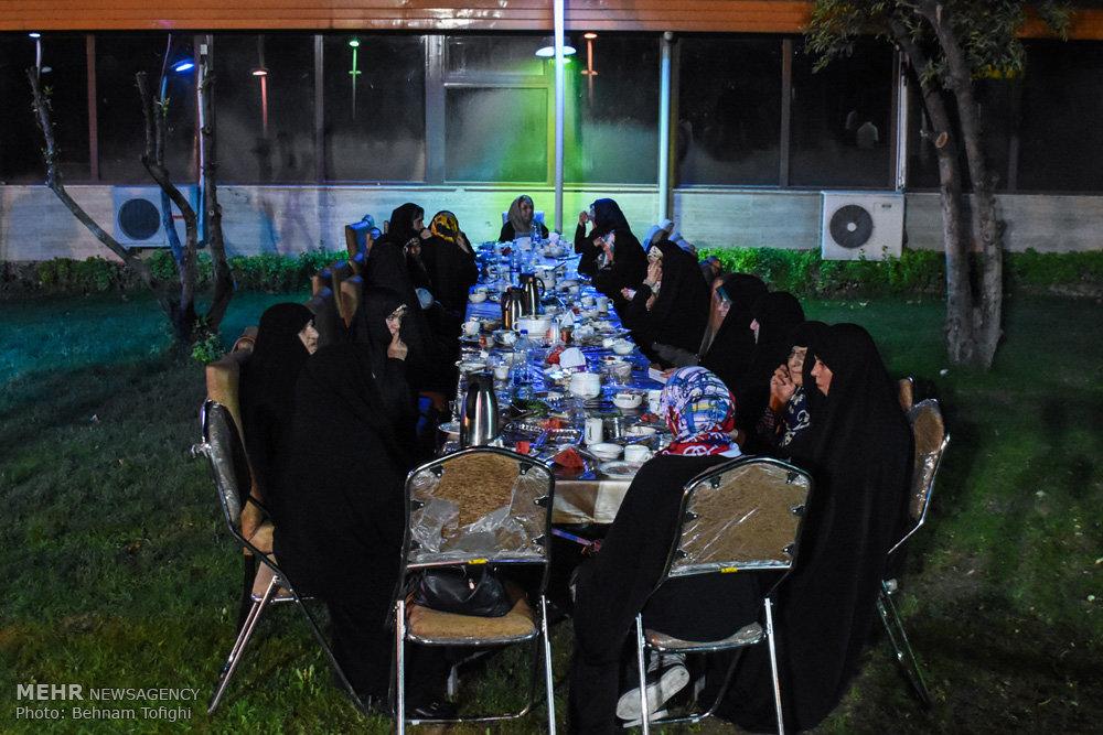 ضیافت افطاری رزمندگان اردوگاه ی ت یب