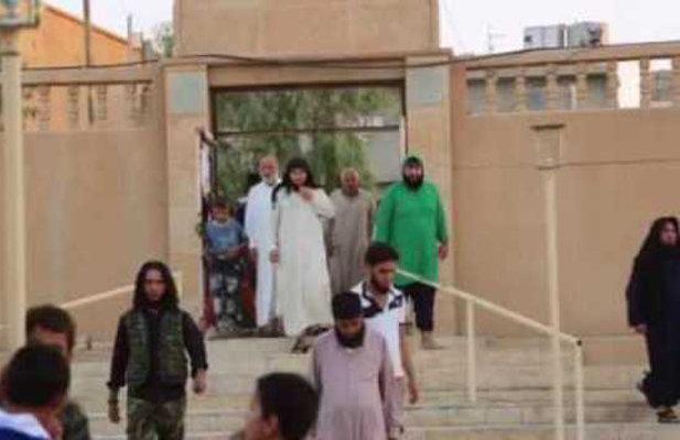 """العشرات من ارهابيي """"داعش"""" يسلمون أنفسهم للقوات العراقية غرب الموصل"""