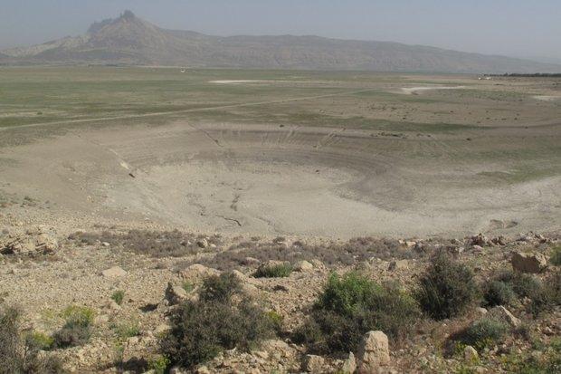 فرو چالهها آب دریاچه «ارژن» را میدزدند/ گسلی که چاله ایجاد کرد