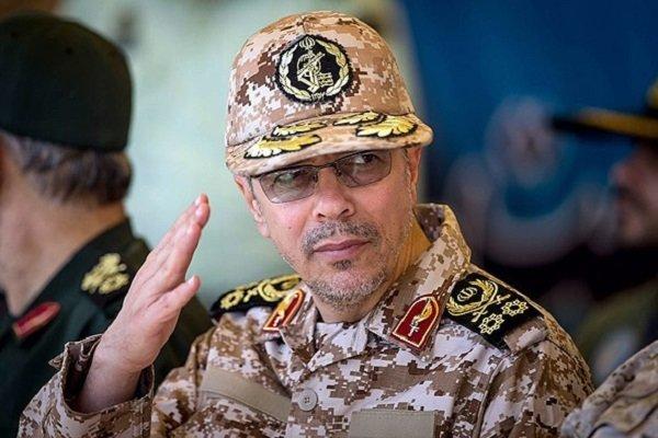 اللواء باقري يبعث برقيات تهنئة للقادة العسكريين في الدول الإسلامية