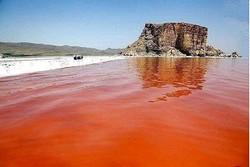 دریاچه ارومیه مجدد قرمز شد/مردم نگران نباشند