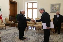 ظریف و سفیر در اروگوئه