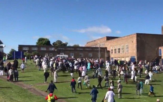 دهس مسلمين كانوا یحتفلون بعيد الفطر في بريطانيا