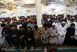 اقامه نماز و مراسم دید و بازدید عید سعید فطر در جزیره کیش
