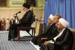قائد الثورة الاسلامية كبار المسؤولين بمناسبة عيد الفطر