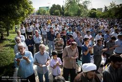 تقرير مصور عن اقامة صلاة عيد الفطر في مصلى الامام الخميني بامامة قائد الثورة